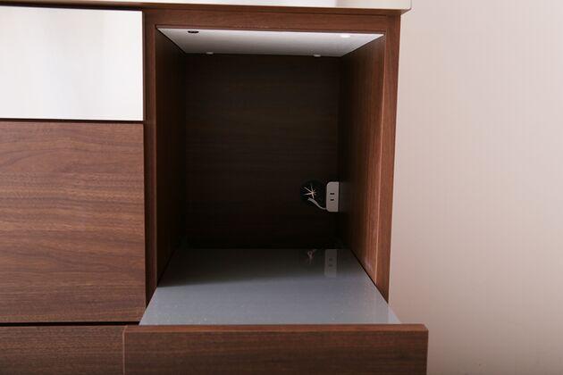 LUCIDO(ルシード)120/105オープンダイニングボード ウォールナット色 家電が取り出しやすいスライド引出し、プラグも完備。