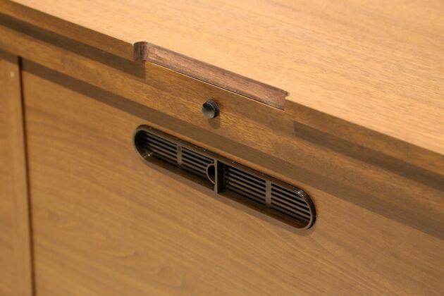 CUDDLE(カドル) テレビボード かきこみのすぐ下には引き出し部分につながる配線穴あり