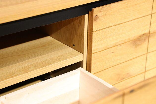 CUDDLE(カドル) テレビボード 引き出し中の棚板も可動式です