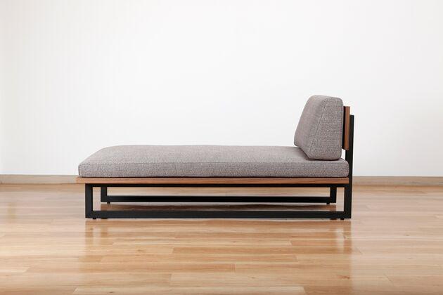 REFLECT(リフレクト)カウチソファ(W210) シャープなデザインは空間を引き締めてくれます