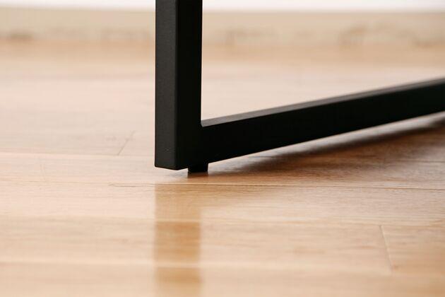 REFLECT(リフレクト) 2.5Pソファ スチール脚が直接床につかない仕様になります。