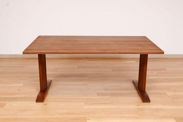 WEBB(ウェッブ)ローダイニングテーブル(WN) 脚の位置は付替が可能。脚間を狭くすることが出来ます