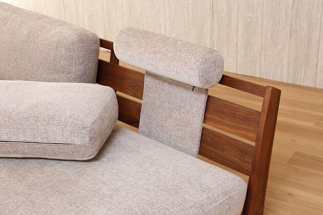 WEBB(ウェッブ)ソファ専用 ヘッドレスト レザー ヘッドレストは背クッションとフレームの間に挟み込みます
