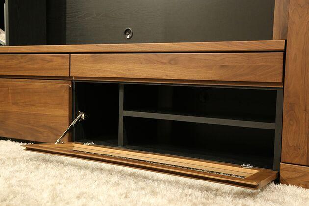 オーダーできるテレビボードユニット デッキ収納部分はフラップダウン扉です