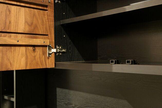 オーダーできるテレビボードユニット 棚板の高さを変えられます