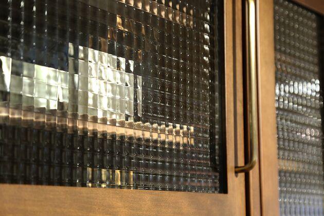 APIT ダイニングボード クロスガラスを採用