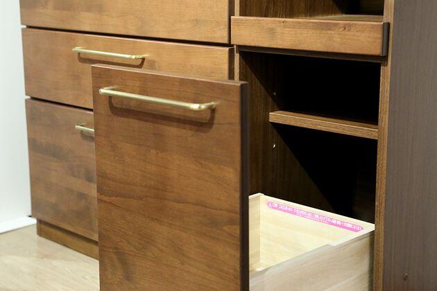 APIT ダイニングボード 上部の棚にはゴミ袋などを入れて収納上手に!