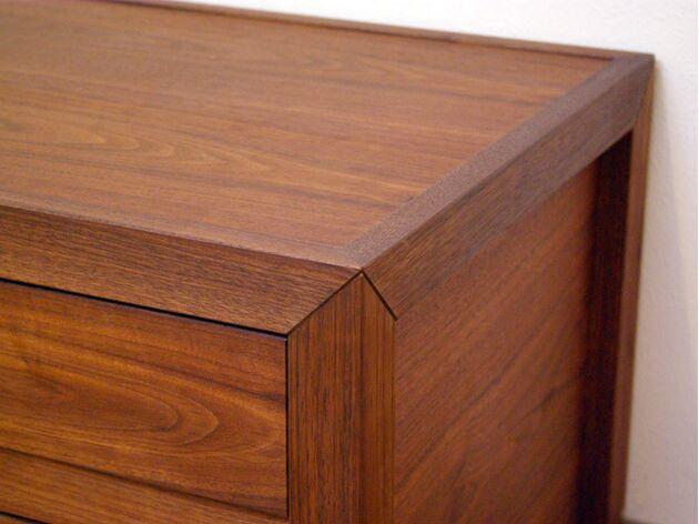 厳選木材のテレビボード 三方留め組み構造
